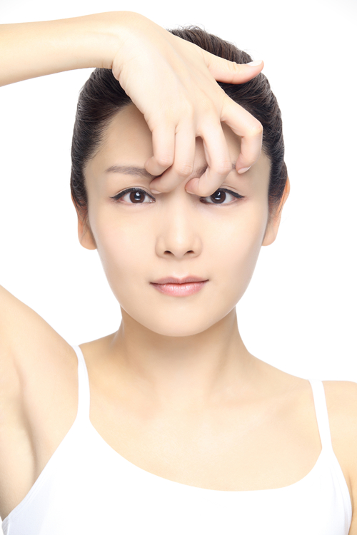 【美容保养】正确的鼻形按摩