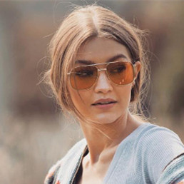 Gigi Hadid联手Vogue Eyewear推太阳镜