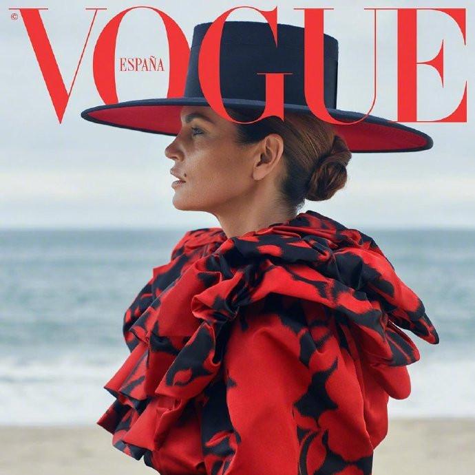 西班牙版《Vogue》2018年10月刊